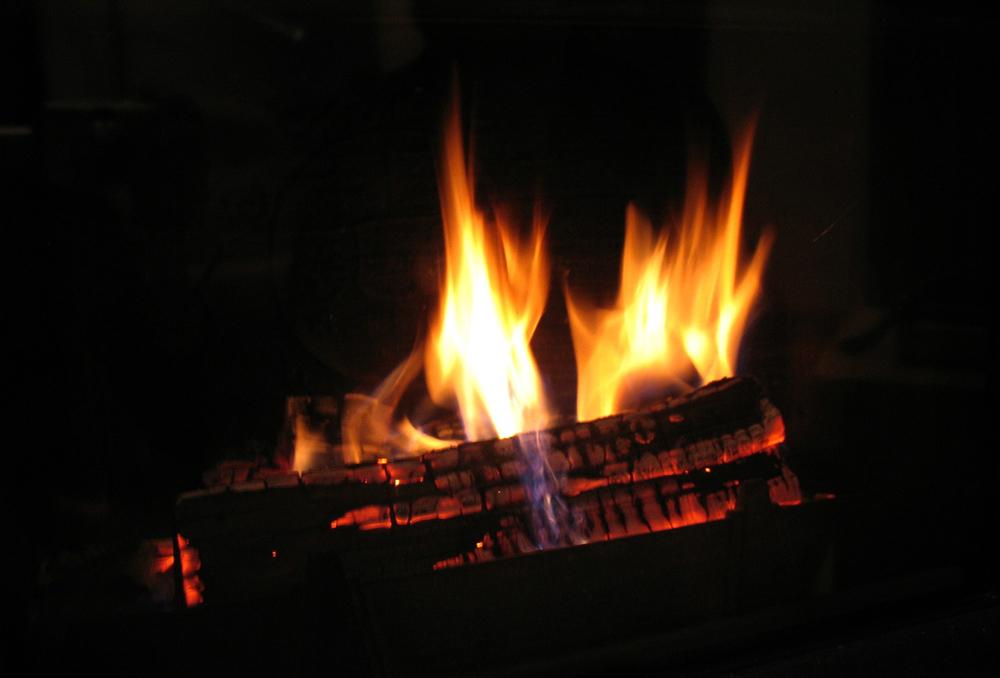 Перед горящим камельком, фото Ольги Леоновой