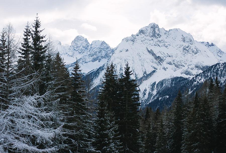 снежные вершины гор